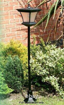 Solar Powered Garden Decoration Traditional Lamp Post For Garden Decor 1.3m